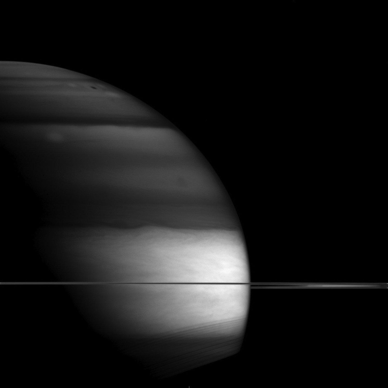 Bild des Saturns durch einen Infrarotfilter.