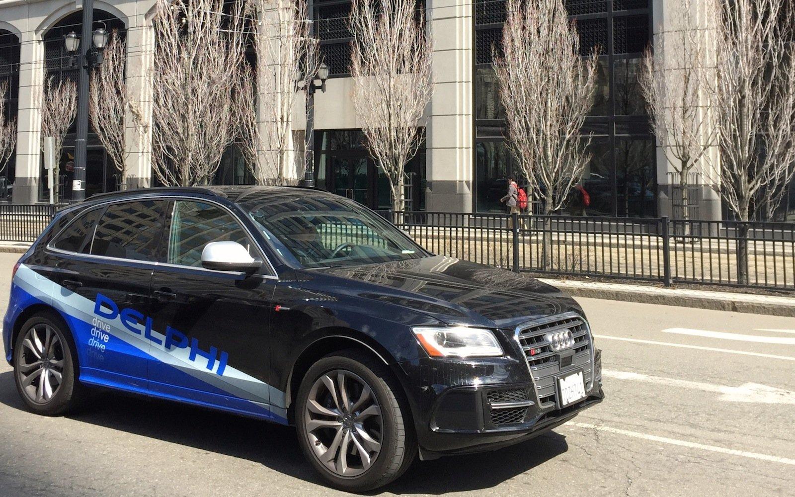 Delphi testet das autonome Fahren mit einem modifizierten Audi SQ5. In Deutschland sitzt bei den Testfahrten zur Sicherheit ein Ingenieur hinterm Steuer.