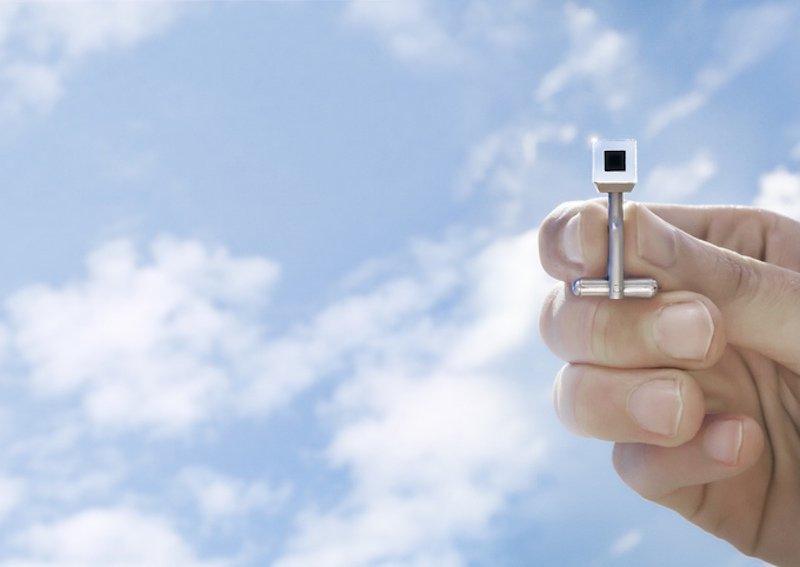 Schmuck von Daan Roosegarde: In jedem Würfel steckt Kohlenstoff aus 1000 m3gefilterter Luft.