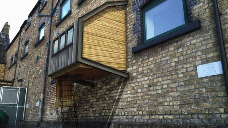 Homes for the Homeless: Architekt James Furzer hat sich Gedanken über die Obdachlosen in London gemacht.Er plant kleine hölzerne Schlafkammern, die an Hausfassaden befestigt werden und für die Schutzsuchenden über eine Leiter zugänglich sind.