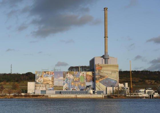 Das Kernkraftwerk Krümmel des Energiekonzerns Vattenfall, aufgenommen am 30.11.2011 in Geesthacht (Schleswig-Holstein). Der Energiekonzern Vattenfall will das Kernkraftwerk Krümmel nahe Hamburg stilllegen und komplett abbauen.