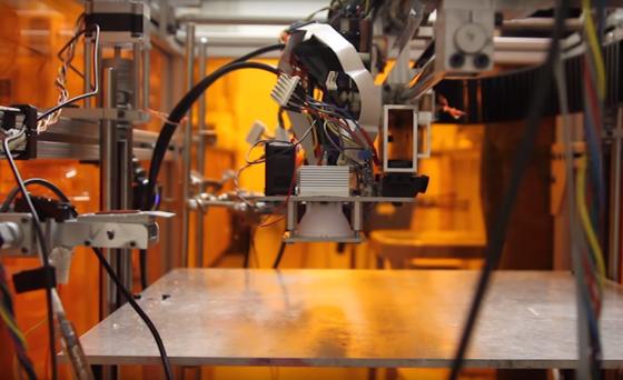 Multifab des MIT: Der 3D-Drucker druckt mitharten, elastischen, transparenten oder lichtundurchlässige Materialien.