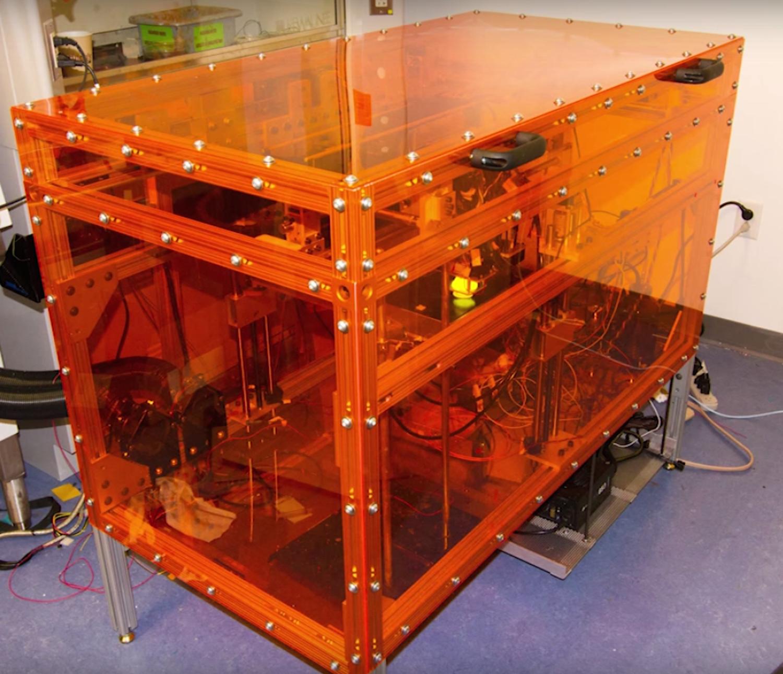 Prototyp des Multifab: Die MIT-Ingenieure haben 7000 $ investiert. Vergleichbare Geräte kosteten bislang schnell eine viertel Millionen Dollar.