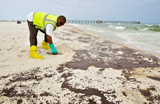 Strand der US-Stadt Gulf Shores in Alabama im Juni 2010: Nach der Explosion der Ölplattform Deep Horizon kam es im Golf von Mexiko zur Ölpest.