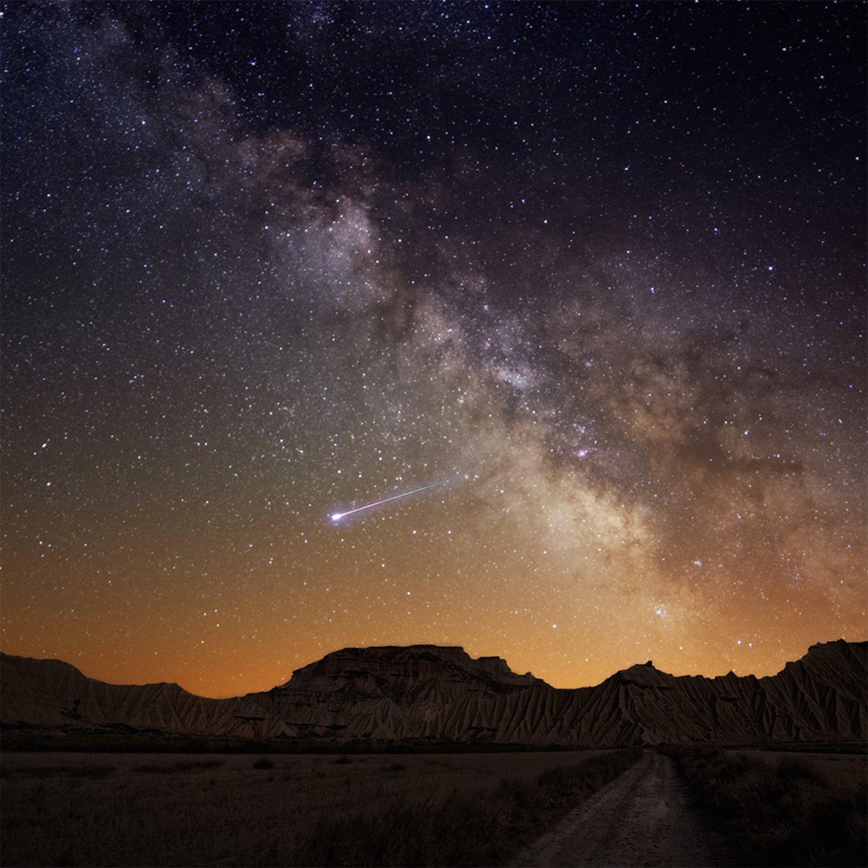 Für 1190 $ setzt Elysium Space die Urne im erdnahen Weltraum aus. Sie stürzt in die Erdatmosphäre und verglüht wie eine Sternschnuppe.