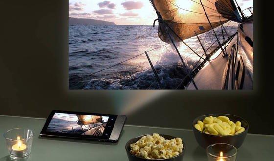 Projectorpad P70 von Aiptek: Der Mini-Beamer kann Fotos mit854 x 480 Pixeln bis zu 3 m groß im 16:9 Seitenverhältnis auf eine Leinwand projizieren.
