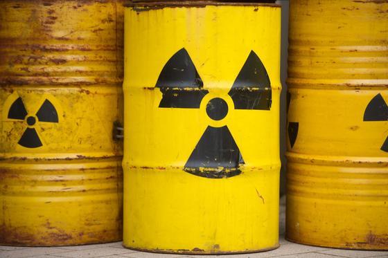 Als Schutz vor Radioaktivität experimentieren die Forscher mitWasserstoffperoxid – ein für viele Zwecke in der Chemie eingesetztes Mittel, das als Wasserstoffsuperoxid selbst zum Haarfärben genutzt wird.