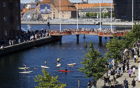 Einweihung der Cirkelbroen-Brücke: DesignerOlafur Ellíasson erwartet, dass seine Brücke ein Ort der Begegnung wird. Er rechnet mit täglich 5000 Passanten.