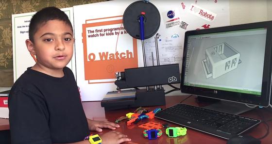 Der achtjährige Omkar Govil-Nair beim Tüfteln: Zu seinem Smartwatch-Bausatz zählen ein3-Achsen-Kompass sowie Sensoren für Temperatur, Luftdruck und Luftfeuchtigkeit.