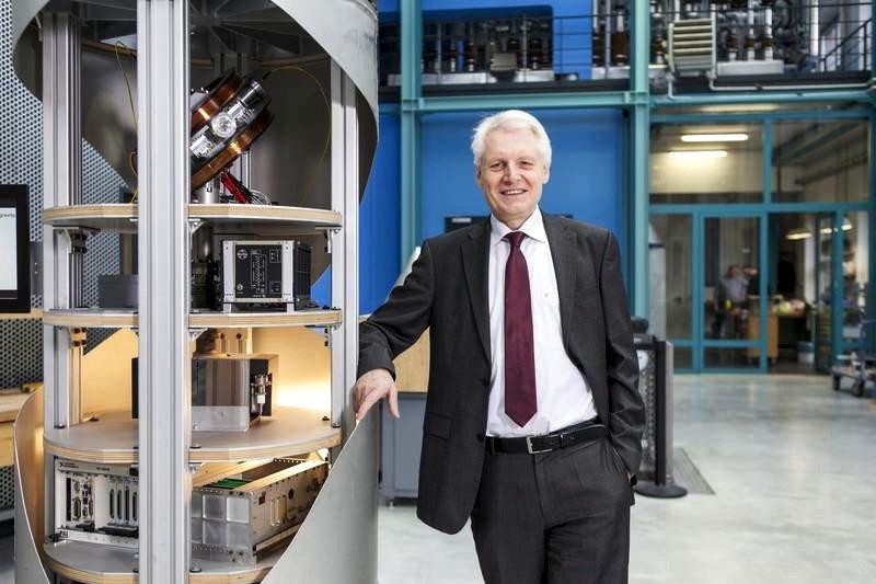 Prof. Claus Lämmerzahl, geschäftsführender Direktor des ZARM, will die Galileo-Satelliten nutzen, um die Abhängigkeit der Zeit von der Gravitation mit höchster Präzision zu messen.