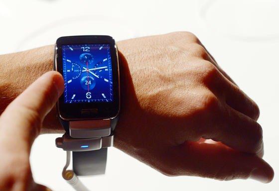 Samsung Gear S Smartwatch: Kurz vor dem Start der IFA 2015 in Berlin hat Samsung erste Details zu seiner neuen Smartwatch veröffentlicht. Die neue Computer-Uhr Gear S2 soll in zwei Varianten auf den Markt kommen.