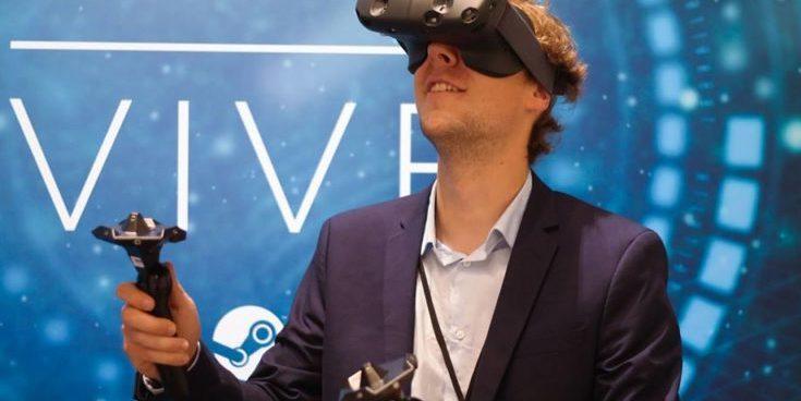 HTC präsentiert auf der IFA 2015 die VR-Brille Vive. Lieferbar soll sie allerdings erst 2016 sein.