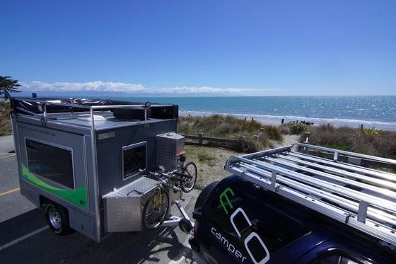 Der Eco-Camper aus Neuseeland ist mit Solaranlage auf dem Dach und Batterie ausgestattet, um auch in der Wildnis mit Strom versorgt zu sein.