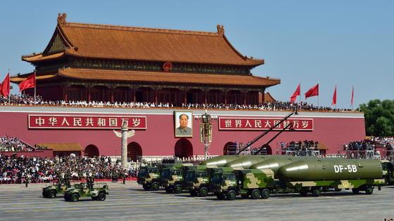 Die amerikanischen Streitkräfte sind alarmiert: Die neue Rakete Dong Feng 21D braucht nur wenige Minuten, um amerikanische Kriegsschiffe in den asiatischen Gewässern zu versenken. Jetzt arbeiten die Amerikaner an Abwehrraketen.