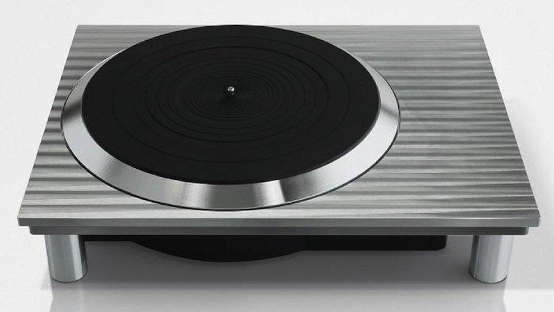 Panasonic hat auf der IFA den Prototyp eines Plattenspielers der Marke Technics vorgestellt. 2016 soll er in den Handel kommen. Wie das legendäre Vorgängermodell 1210, das jeder Disc Jockey nutzte, verfügt das Gerät über einen Direktantrieb.