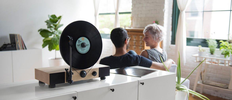 Ein echter Hingucker: Beim Plattenspieler von Gramovox dreht sich das Vinyl senkrecht.
