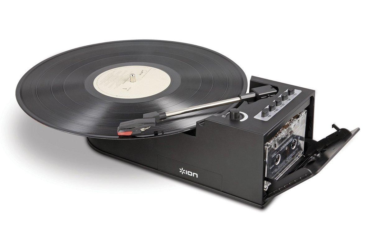 Gleich doppelt reist Ion mit dem Duo Deck in die Vergangenheit: Schallplatte und Kassette können mit dem Gerät abgespielt werden.