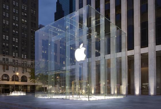 Apple Store in der Fifth Avenue in New York: Der Konzern will am Mittwoch das neue iPhone 6s vorstellen. Es ist eines der wichtigsten Produkte des Unternehmens.