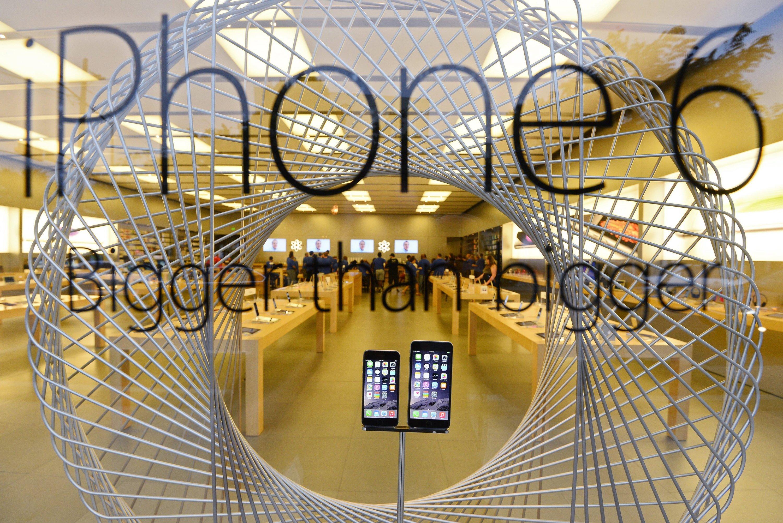 Apple Store mit iPhone 6: Jetzt stellt Apple nach Nachfolgemodell iPhone 6s vor. Auch zum iPhone 7, das 2016 kommen soll, gibt es schon die ersten Gerüchte