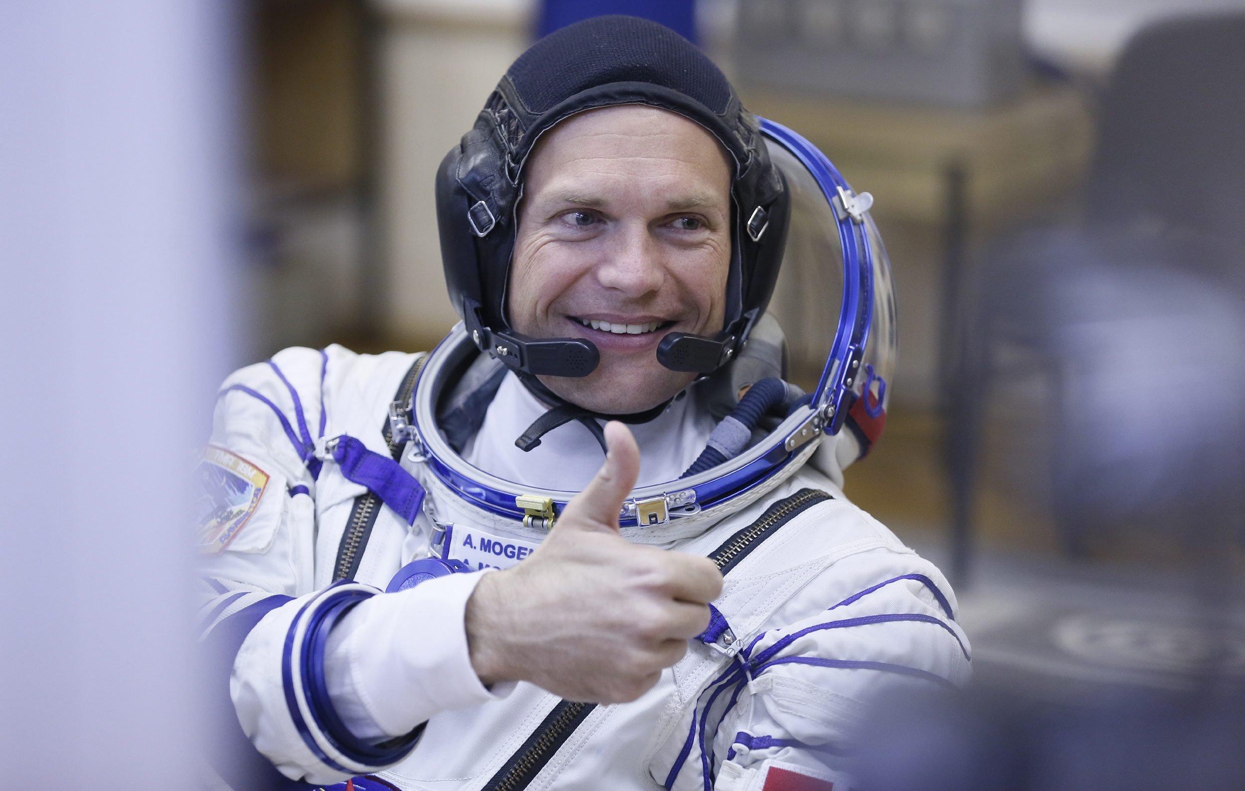 Der dänische Astronaut Andreas Mogensen vor seinem Start zur ISS am 2. September 2015. Er steuerte am Montag vom Weltraum aus den interaktiven Roboter Centaur auf der Erde.