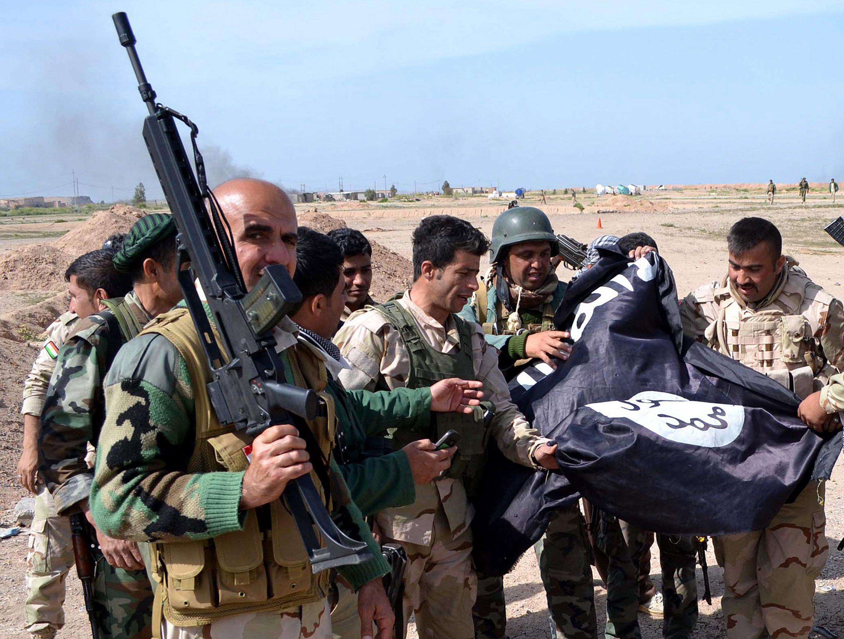 Kurdische Peshmerga-Kämpfer mit dem Sturmgewehr G36: Sie setzen das Gewehr auch bei den Kämpfen mit den Terroristen des Islamischen Staates ein.