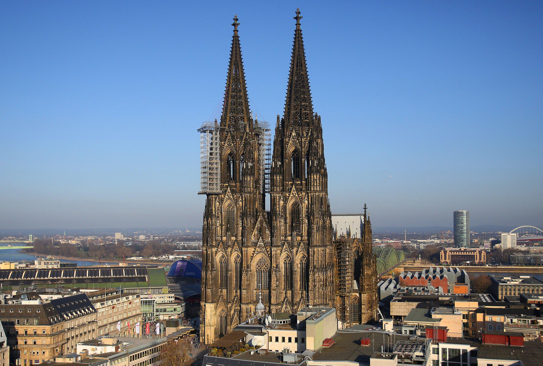 Der Kölner Dom ist mit seinen 157 m bis zu den Turmspitzen unter den höchsten Gebäuden der Welt nur noch eine kleine Nummer.
