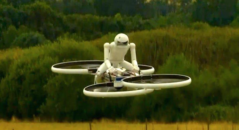 Einen Prototypen mit vier Propellern, der einen kleinen Roboter tragen kann, hatMalloy Aeronautics bereits entwickelt. In Zukunft sollen Soldaten auf den Hoverbikes fliegen können.