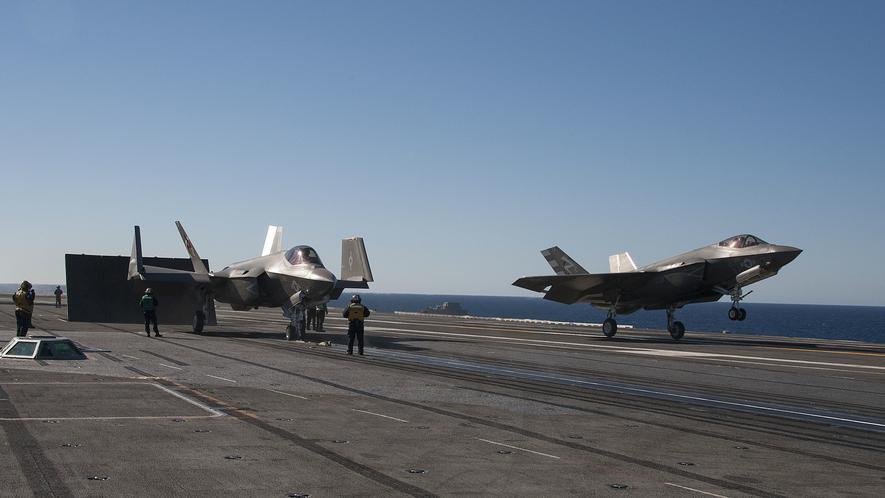 F-35C von Lockheed Martin kurz vor dem Start: Der Jet ersetzt auf Flugzeugträgern die alten Super Hornets. Er braucht allerdings ein stärkeres Startkatapult.