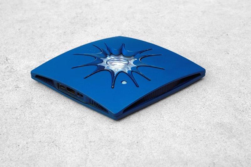Charge von Little Sun: Das Solarladegerät soll ein Smartphone in fünf Stunden aufladen können.