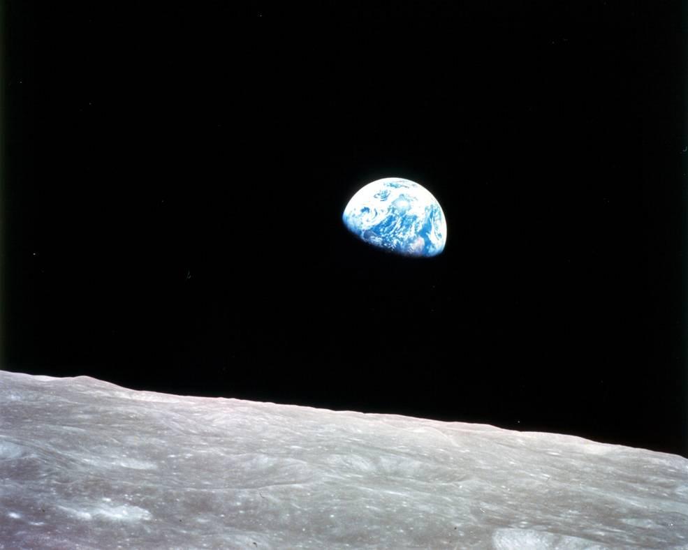 """Das berühmte Earthrise-Foto: Während der Apollo 8 Mission schoss Nasa-Astronaut William Anders eines der berühmtesten Fotos in der Geschichte der Raumfahrt. Der """"Erdaufgang"""", vom Mond aus gesehen, hat die Sicht der Menschheit auf den blauen Planeten verändert."""