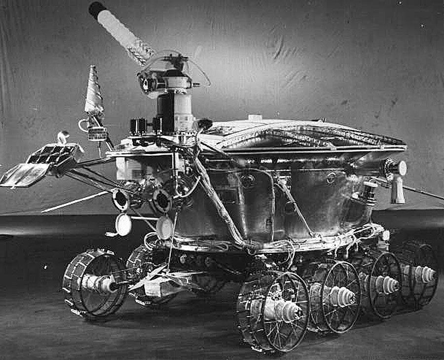 Lunochod 1: der erste fahrende ferngesteuerte Roboter auf dem Mond.