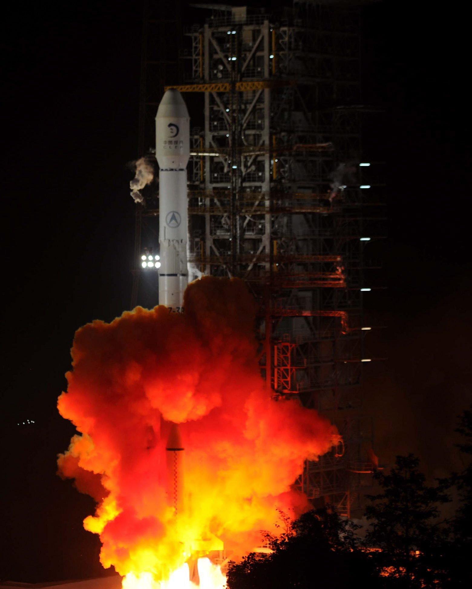 Mission Chang'e-3:Im Dezember 2013 konnte der Orbiter erfolgreich auf dem Mondlanden und dort den Rover Yutu aussetzen. Chang'e-4 hat die erdabgewandte Seite des Mondes zum Ziel. Mit dieser Mission betritt China Neuland.