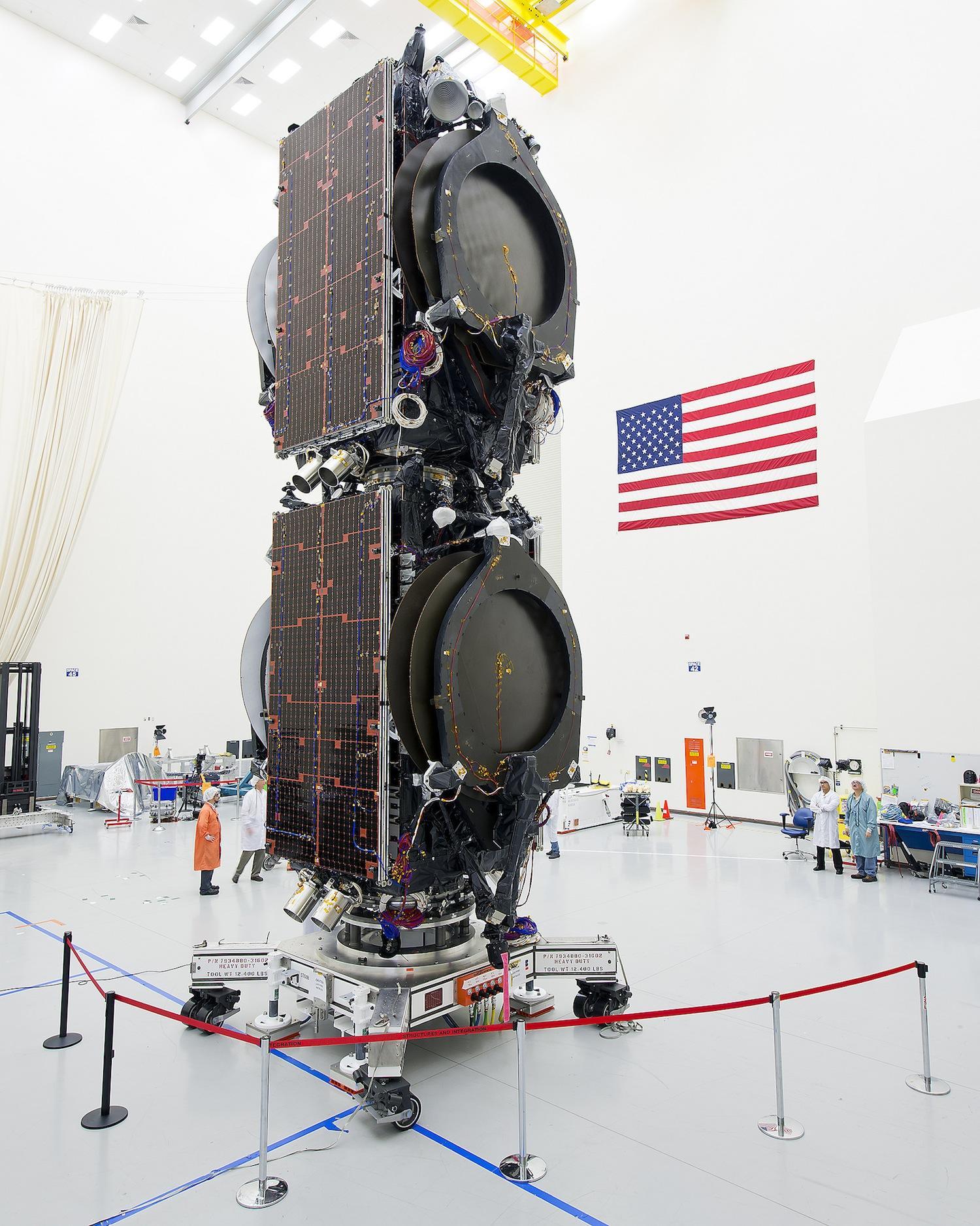 ABS-3A von Boeing: Der Satellit wiegt 1950 kg und wird im All von einem Ionenstrahl bewegt.