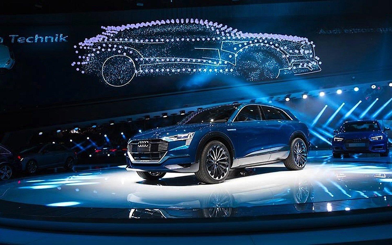 Studie e-tron Quattro Concept: Das E-SUV fährt mit drei Elektromotoren, die über 800 NM Drehmoment auf alle Räder bringen.