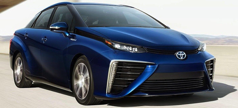 Toyota Mirai: Eine Wasserstoff-Brennstoffzelle erzeugt Strom für den Elektromotor. Aus dem Auspuff tropft harmloser Wasserdampf.