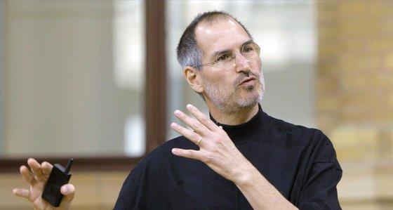 Nicht jeder ist ein geborener Redner wie Steve Jobs es war. Mit den richtigen Tricks gelingt die Präsentation dennoch.