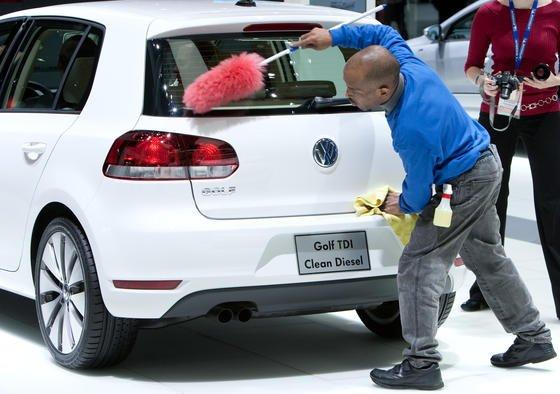 Wie weggewischt ist derzeit das Vertrauen in Volkswagen: Den Abgas-Skandal bekommt das Unternehmen auch an der Börse deutlich zu spüren.