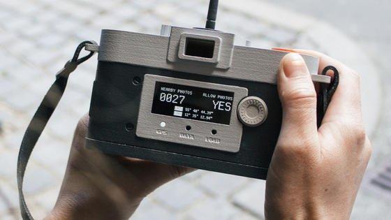 Offenbar kein allzu prominenter Standort für ein Foto: Der Auslöser bleibt bedienbar, die Camera Restricta erlaubt eine Aufnahme.