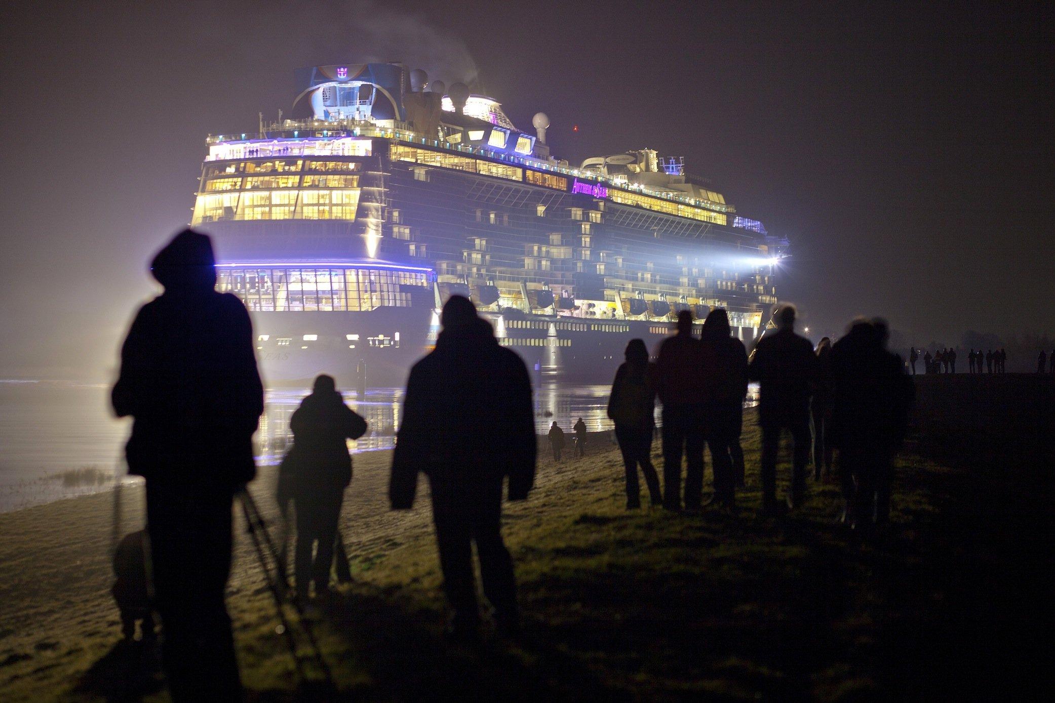 Schlecht schneidet auch die Anthem of the Seas ab: Das Kreuzfahrtschiff von Royal Caribean, das noch mehrere baugleiche Schwesterschiffe hat, fährt mit Schweröl, hat aber zumindest einen Abgaswäscher an Bord.
