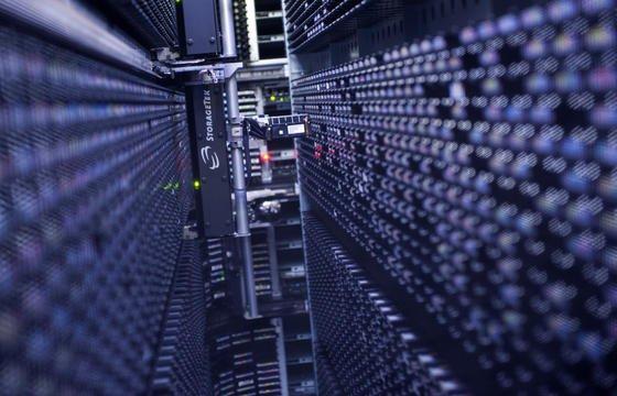 Datenspeicherung: sie rein optisch mit Licht durchzuführen ermöglicht ganz andere Geschwindigkeiten als bei der elektronischen Datenverarbeitung möglich sind.