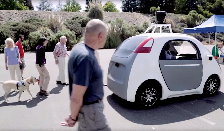Autonomes Auto von Google: Dank GPS, Radar, Laser und Kameras fährt es mit 40 km/h fahrerlos durch die Gegend.