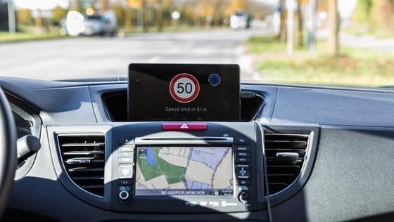 Intelligente Verkehrssysteme:Während der gesamten Fahrtdauer erhält der Autofahrer Informationen über den Verkehrsfluss.