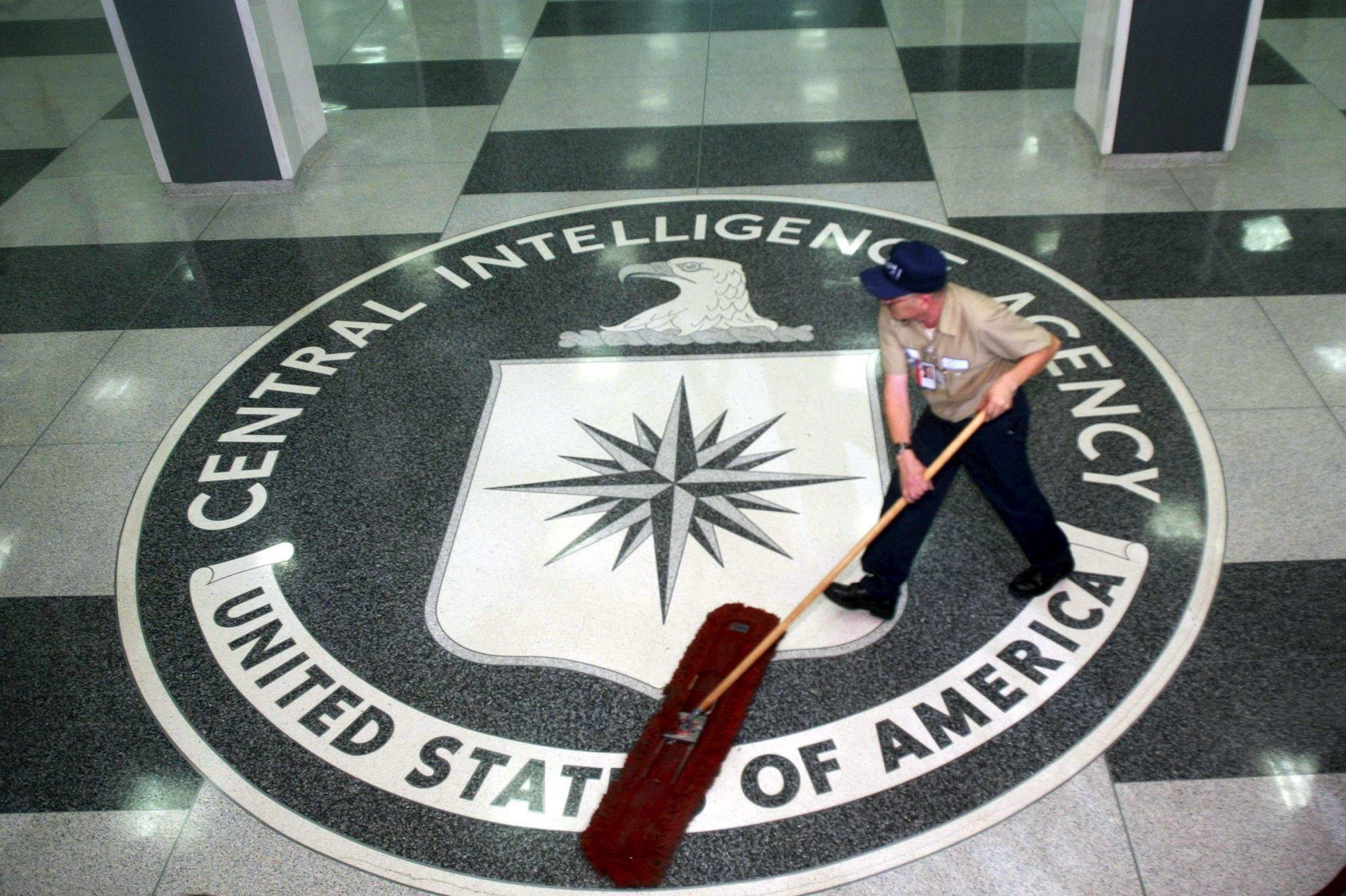 Logo des Geheimdienstes CIA in seiner Zentrale in Langley: Der CIA könnte hinter dem Hackerangriff auf den App-Store von Apple stecken.