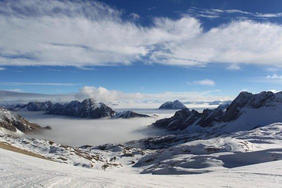 Für Bergsteiger, die auf ihrer Tour auch draußen übernachten, hat das Start-up Polarmond ein Drei-in-Eins-Schlafsystem entwickelt. Auch bei -30 °C lässt es sich darin wohlig schlummern.