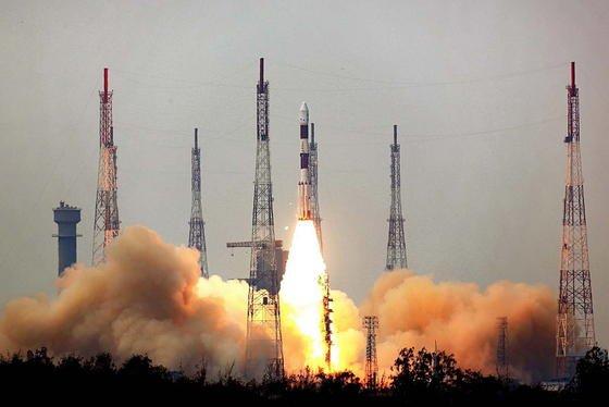 Hoch hinaus: Indien hat gestern sein erstes Weltraumobservatorium namens Astrosat ins All geschickt. An Bord der Trägerrakete befanden sich zudem sechs weitere Satelliten aus verschiedenen Ländern.