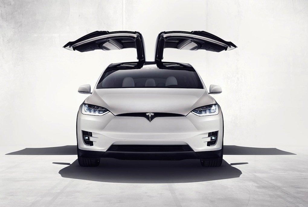 Immer wieder ein Hingucker: die Falcon Wings beim neuen Tesla X.