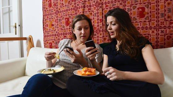 Das Smartphone ist zu unserem ständigen Begleiter geworden. Mehr als 50 Mal am Tag wird es nach einer neuen Studie genutzt. Und macht den Nutzerabhängig, unproduktiv und unglücklich. Der digitale Burnout droht.