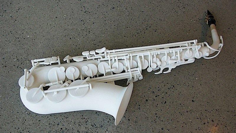 Ein paar Metallteile wie Federn und Schrauben sind nötig, ansonsten besteht das Saxophon komplett aus Nylon. Den Sound will Olaf Diegel allerdings noch ein bisschen lebendiger gestalten.
