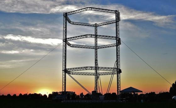 Zwölf Meter hoch ist der Turm, in dem die Iglu-ähnlichen Häuser gedruckt werden.