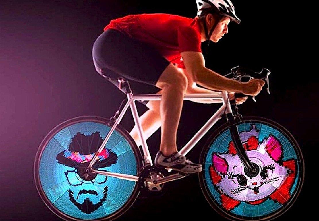 Rennrad mit zwei LED-Bildern von Balight.